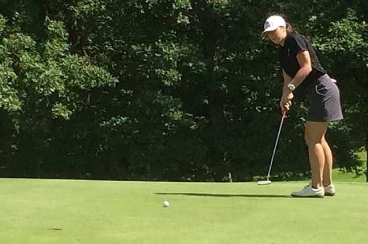 Nicole Brusich putts on the 8th green at Balmoral Woods