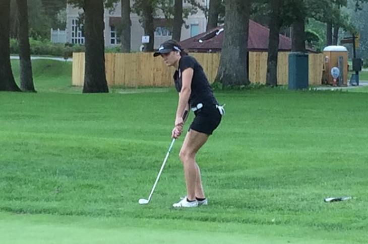 Megan Kirn chips onto the 16th green at Lincoln Oaks